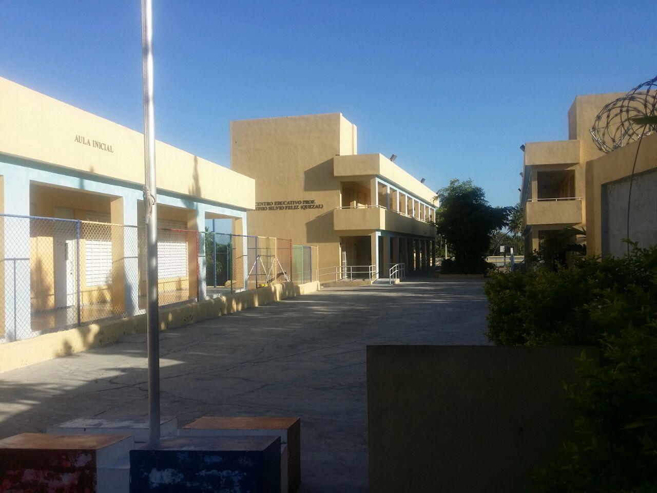 , Escuela de Cabral lleva dos días sin docencia por protesta de personal sin nombramientos