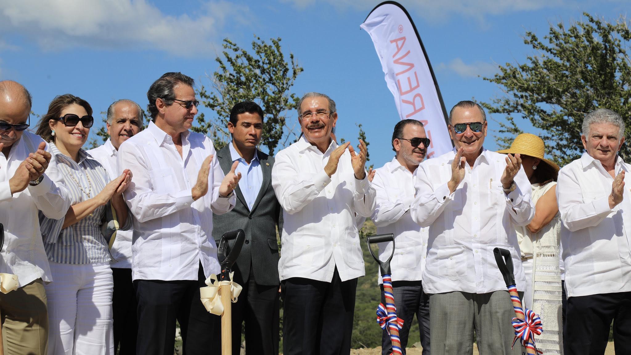 , Más inversiones y empleos para el Sur: Danilo Medina asiste a inauguración Club de Playa Puntarena
