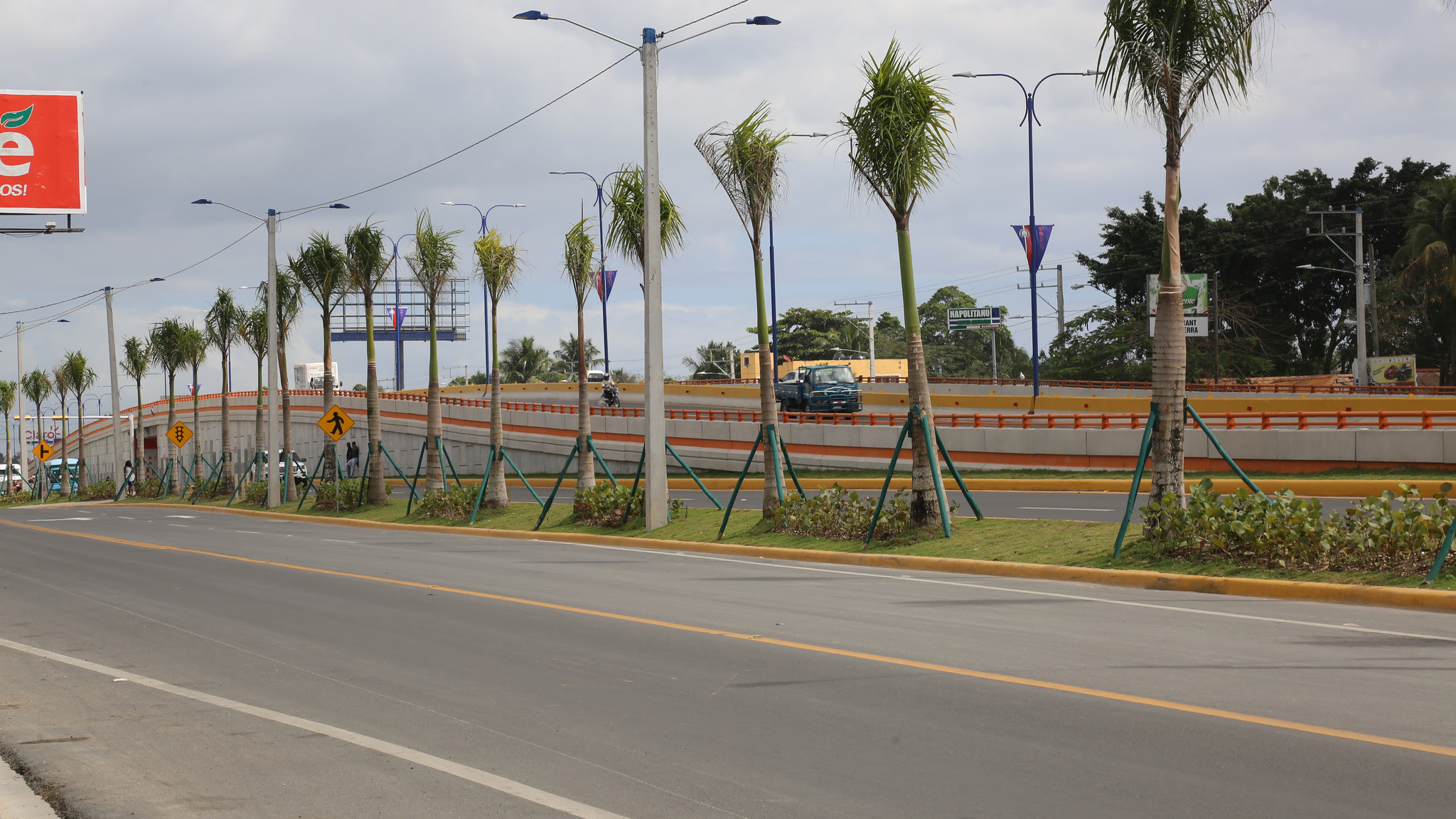 , Danilo Medina entrega elevado La Caleta