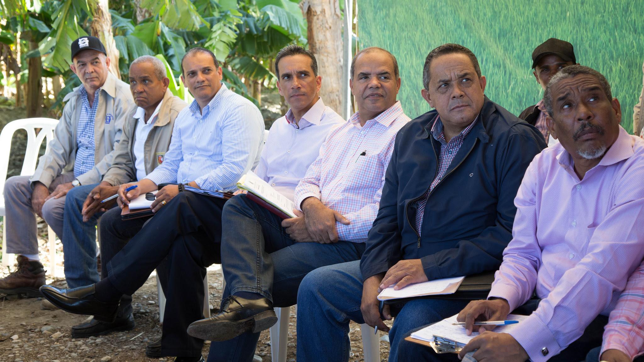 , Productores de Vicente Noble se reúnen con comisión presidencial para coordinar iniciativas