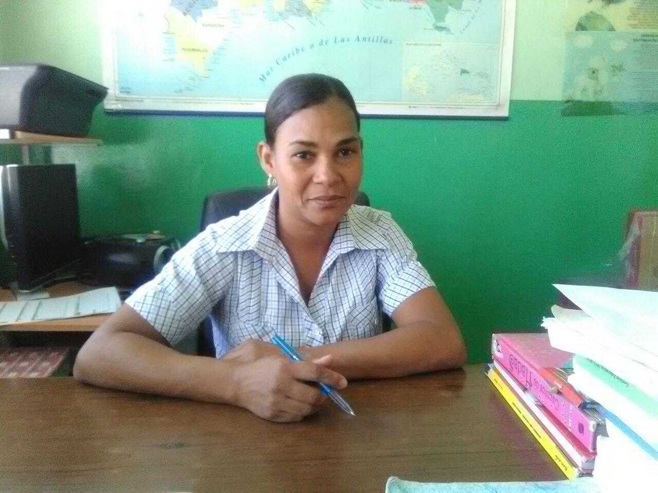 , Directora de escuela Boquerón en La Salinas pide asfaltado de calle cercana al centro educativo