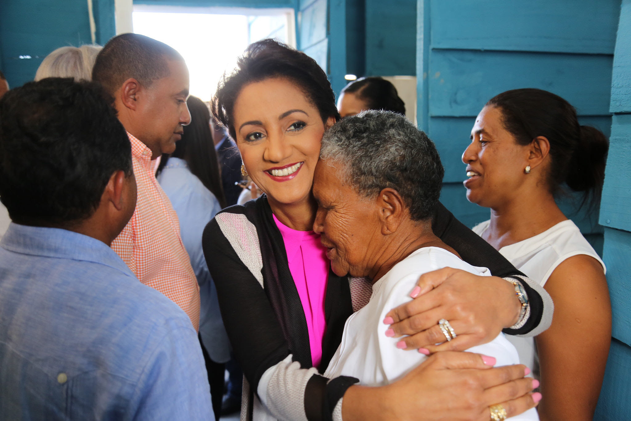 , Primera Dama entrega 21 viviendas, remodelación de capilla y asfaltado de calles en Duvergé