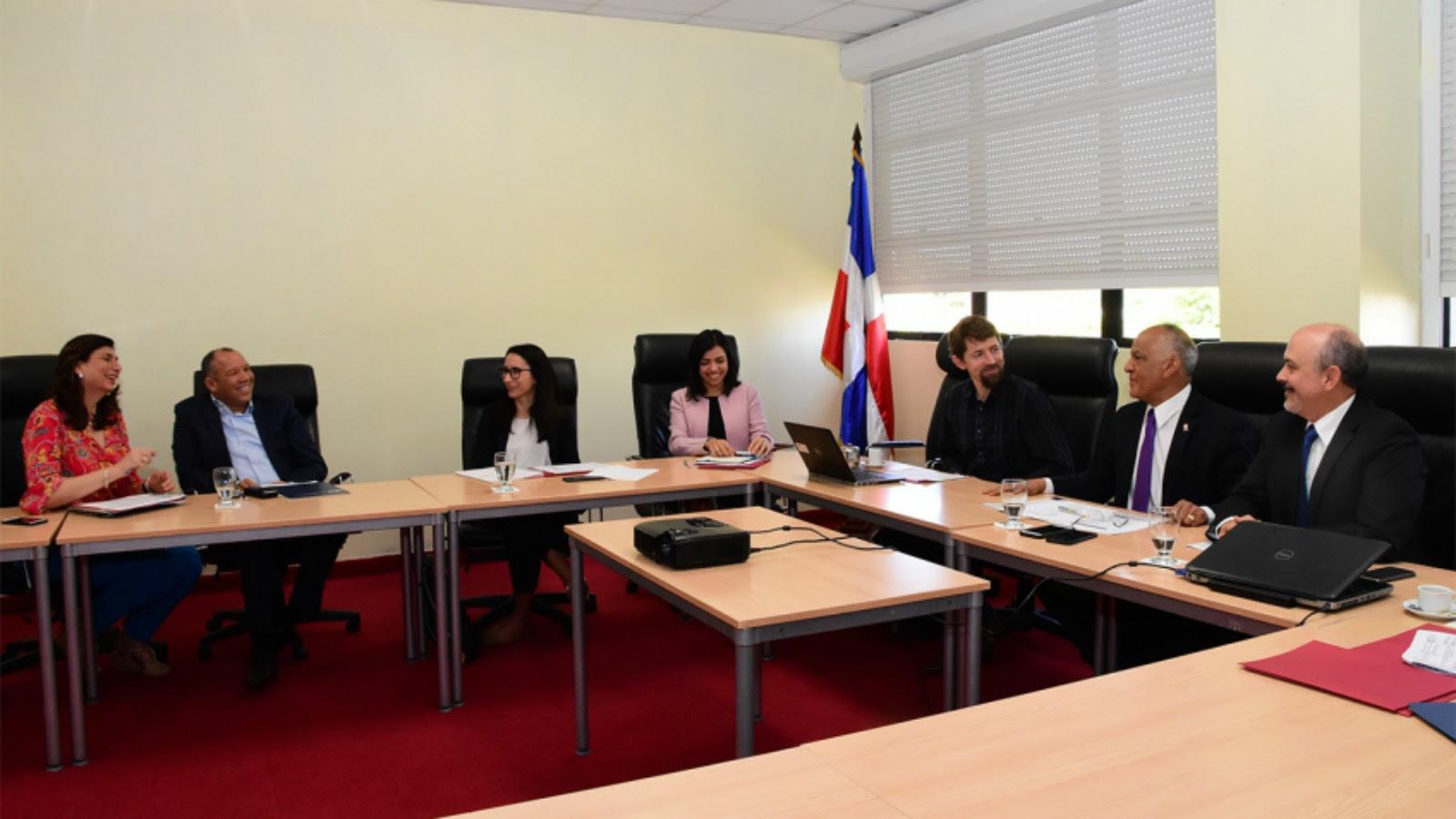 , República Dominicana es presentada como modelo en programa de VIH