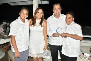 , Club Tia Amantina reconoce al presidente del Movimiento MANIG