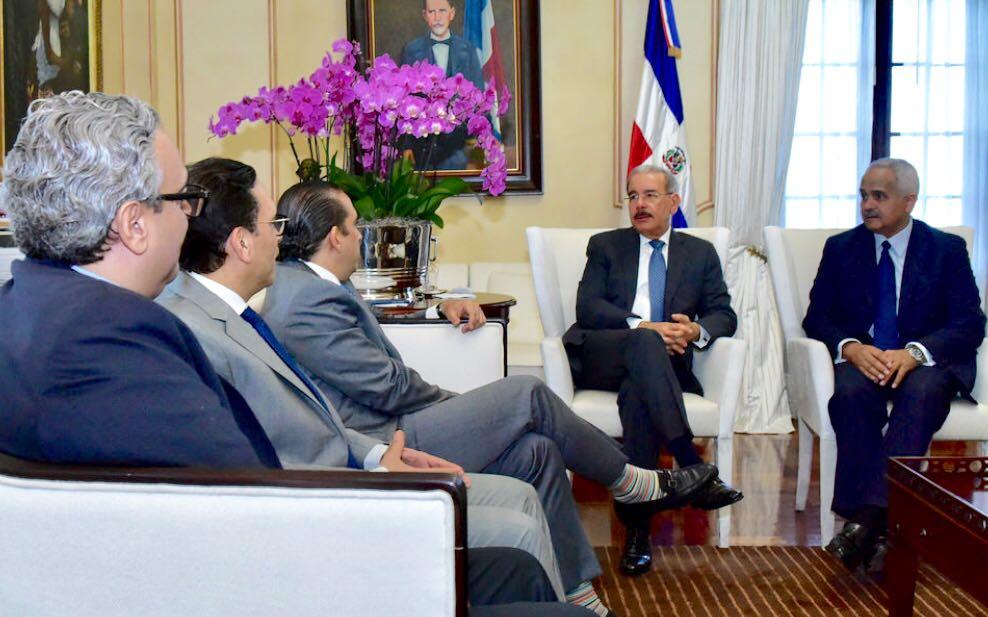 , Durante encuentro con presidente Danilo Medina, familia Perelló renueva compromiso INDUBAN con Reforestemos Quisqueya