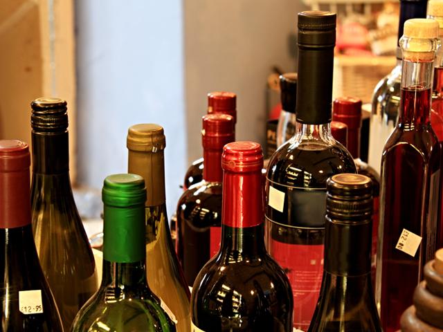 , DGII emprenden ataque contra adulteración y falsificación de bebidas alcohólicas