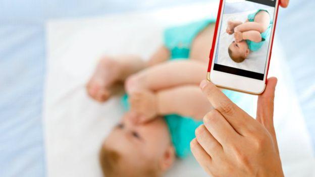 , Por qué deberías pensártelo dos veces antes de compartir la vida de tus hijos en las redes sociales