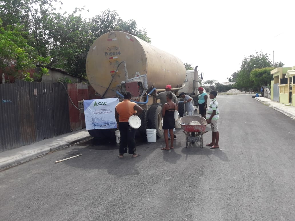 , Consorcio Azucarero Central entrega camiones de agua en Santa Bárbara