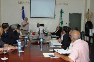 , Gobierno decide integrar a productores y procesadores de frutas Dominicanas a programas de alimentación
