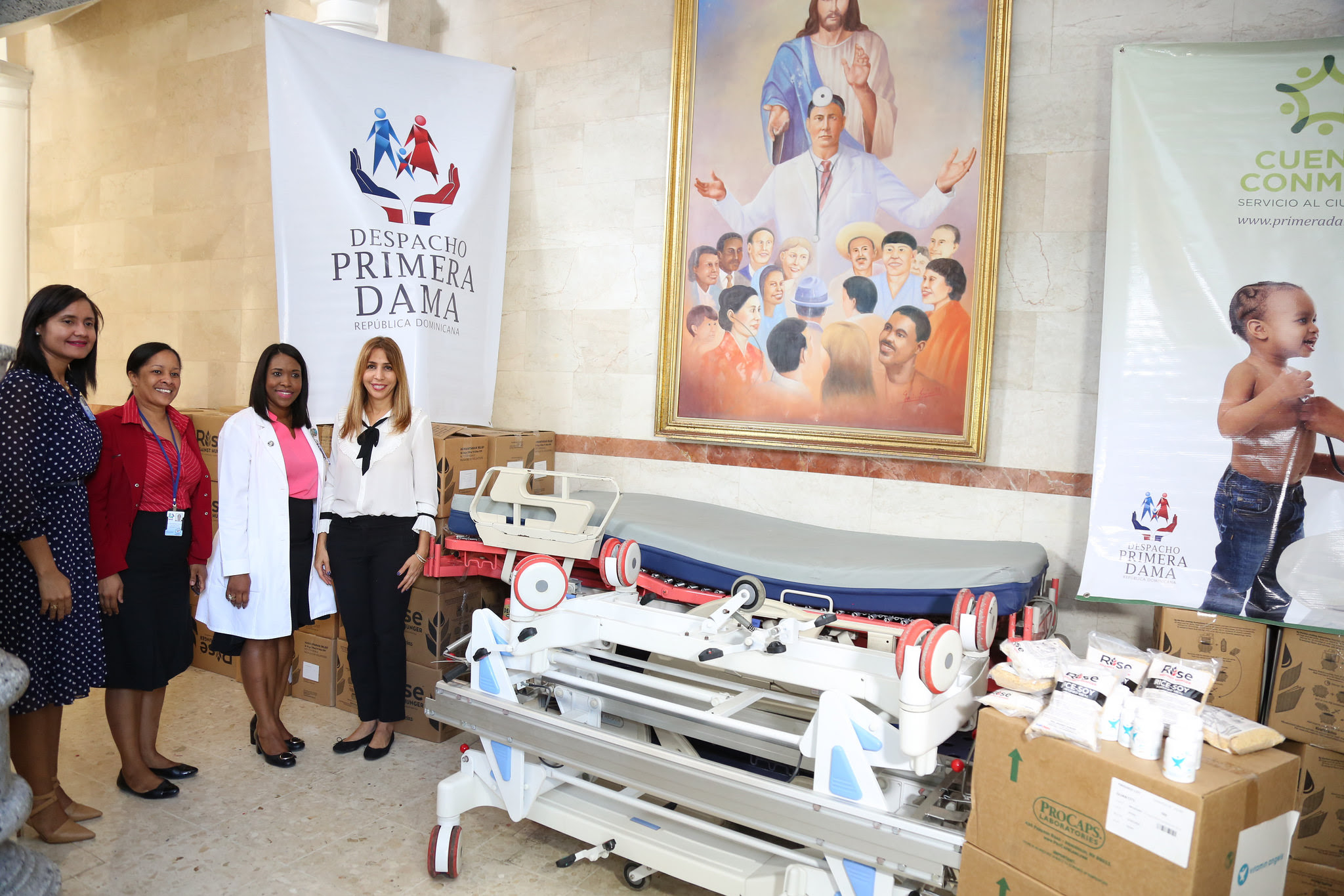 , Despacho Primera Dama aporta medicamentos, alimentos y equipos para pacientes Hospital Docente Padre Billini