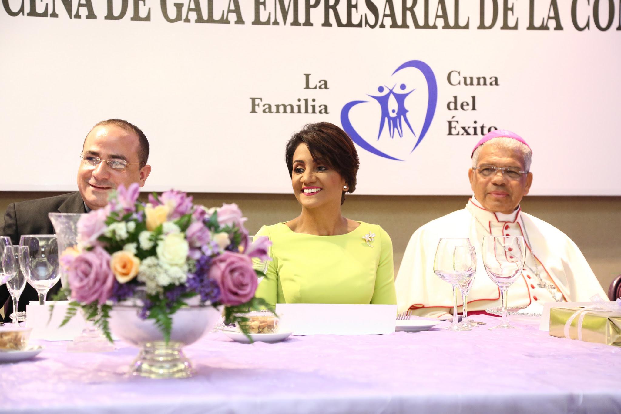 , Primera Dama asiste a XVI Cena de Gala Empresarial de la Confraternidad, de la parroquia San Antonio de Padua