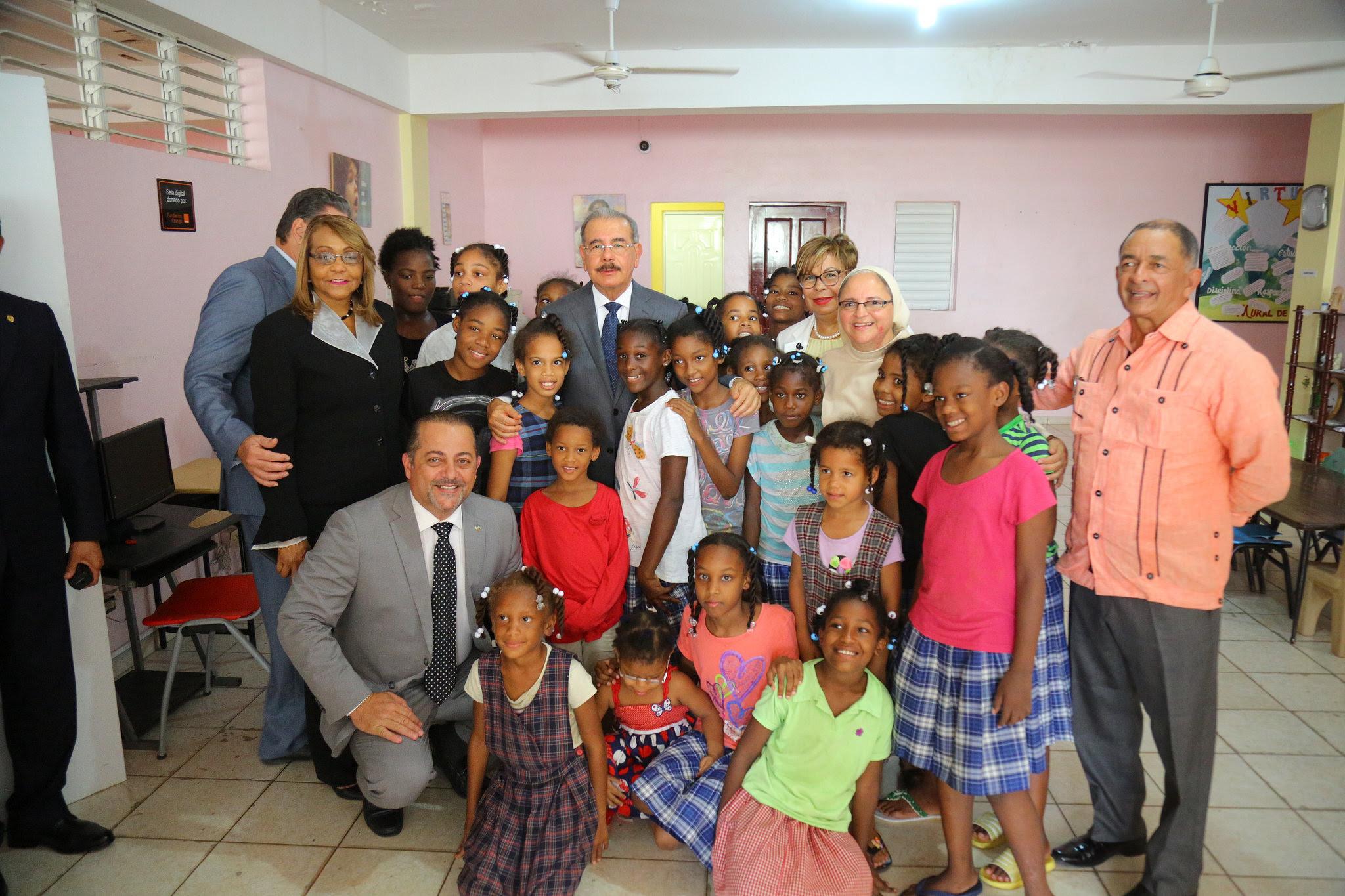 , Danilo visita Hogar Escuela Caridad Misionera en San Pedro de Macorís