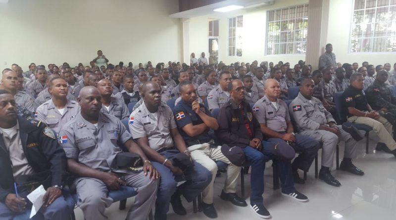 foto-2-agentes-de-puesto-en-san-cristobal-son-instruidos-reciban-orientacion-policial