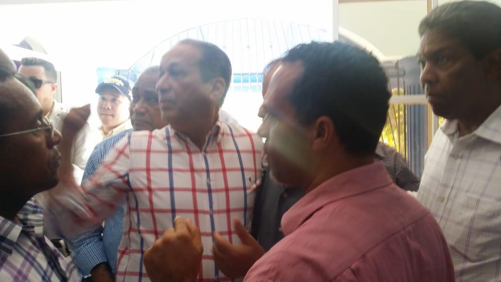 , Reinaldo Pared Pérez es recibido en Cabral por dirigentes del PLD