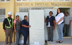 , Khoury Industrial Entrega Colchones a Estancia de Escuela Básica Majagual en Cabral