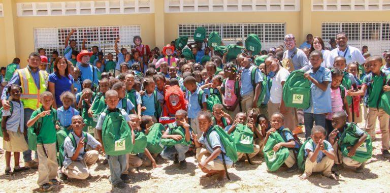 , Khoury Industrial Dona Útiles Escolares y lleva alegría a la Escuela El Brisal