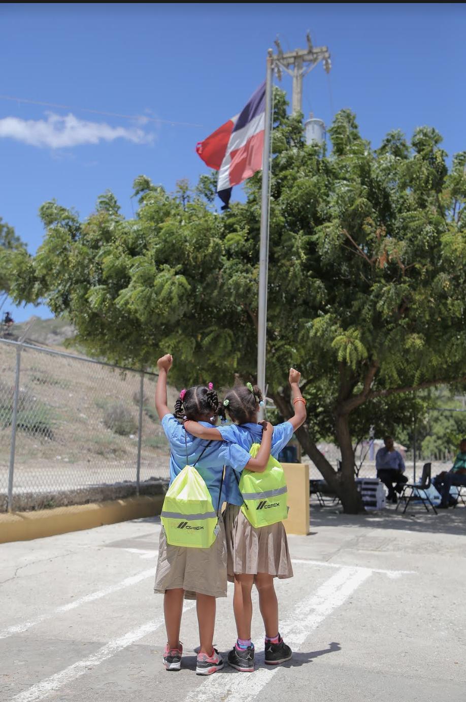 , CEMEX Dominicana entrega útiles escolares a estudiantes en diferentes puntos del país