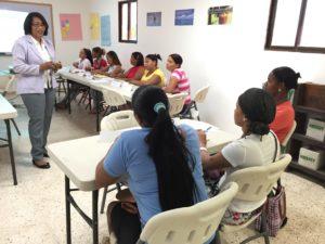 , Khoury inicia curso de emprendimiento a esposas de empleados