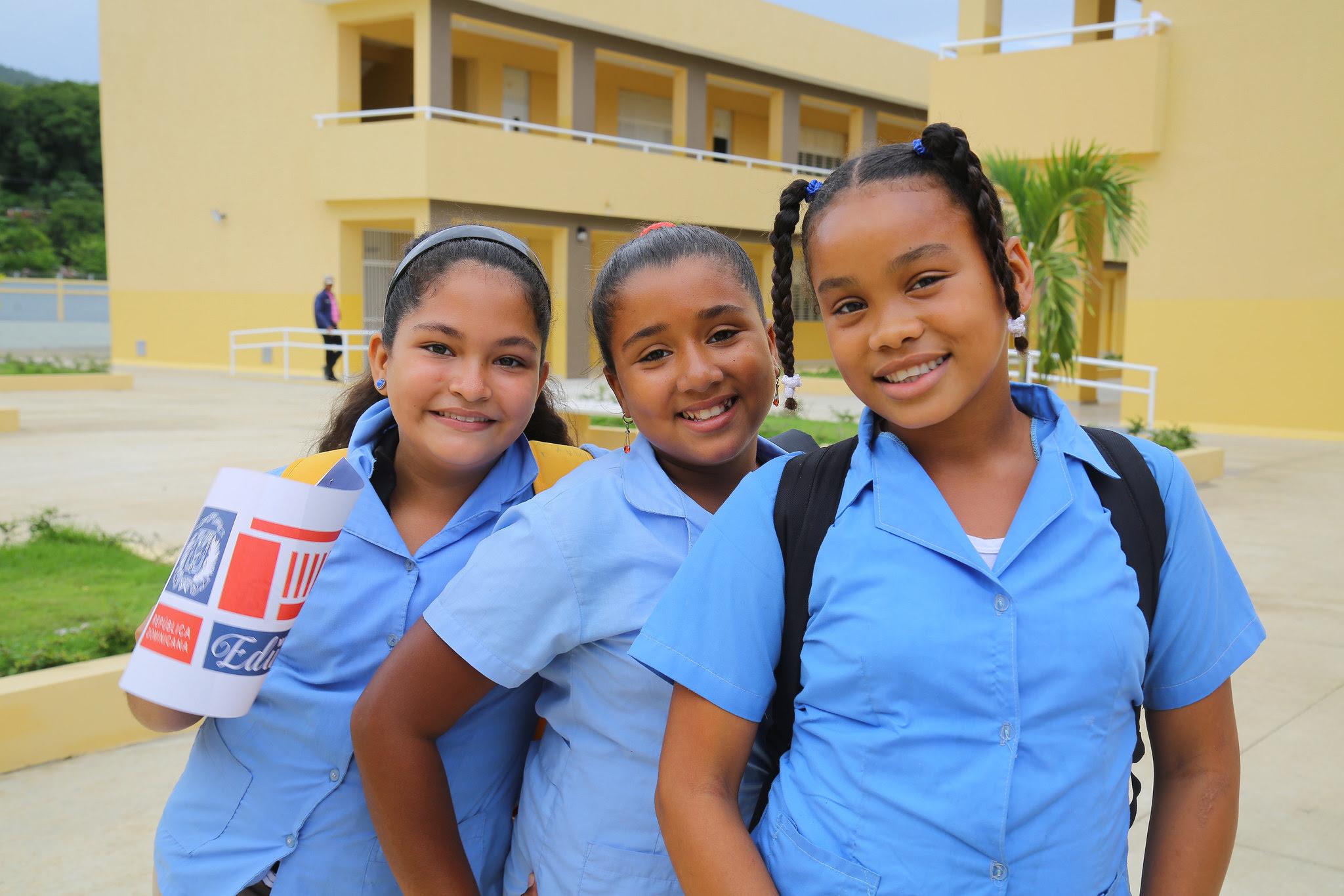 , Danilo Medina entrega dos liceos y dos escuelas básicas. 2,800 estudiantes beneficiados