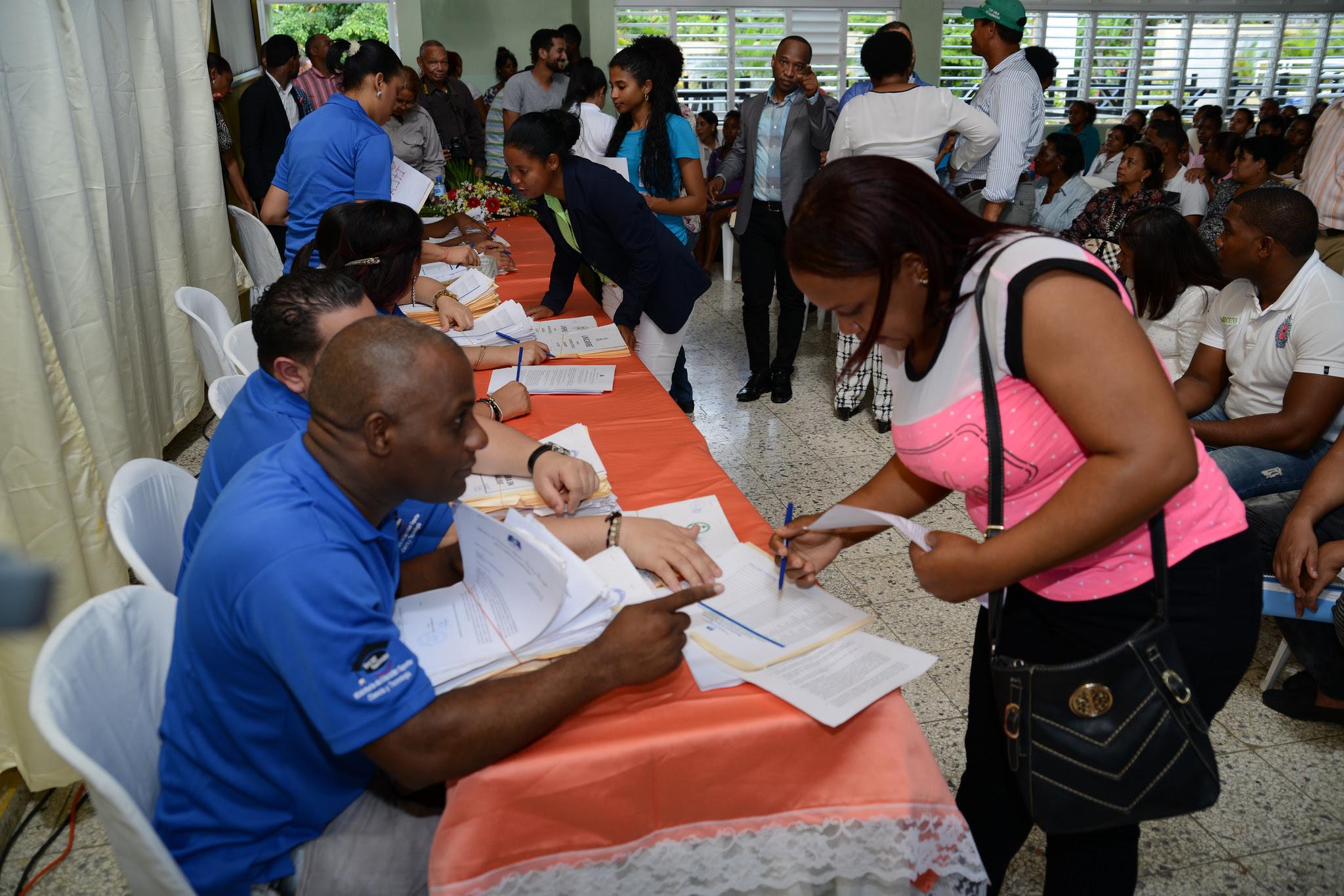 , Presidencia y MESCYT entregan 474 becas a jóvenes Santo Domingo Norte y Monte Plata