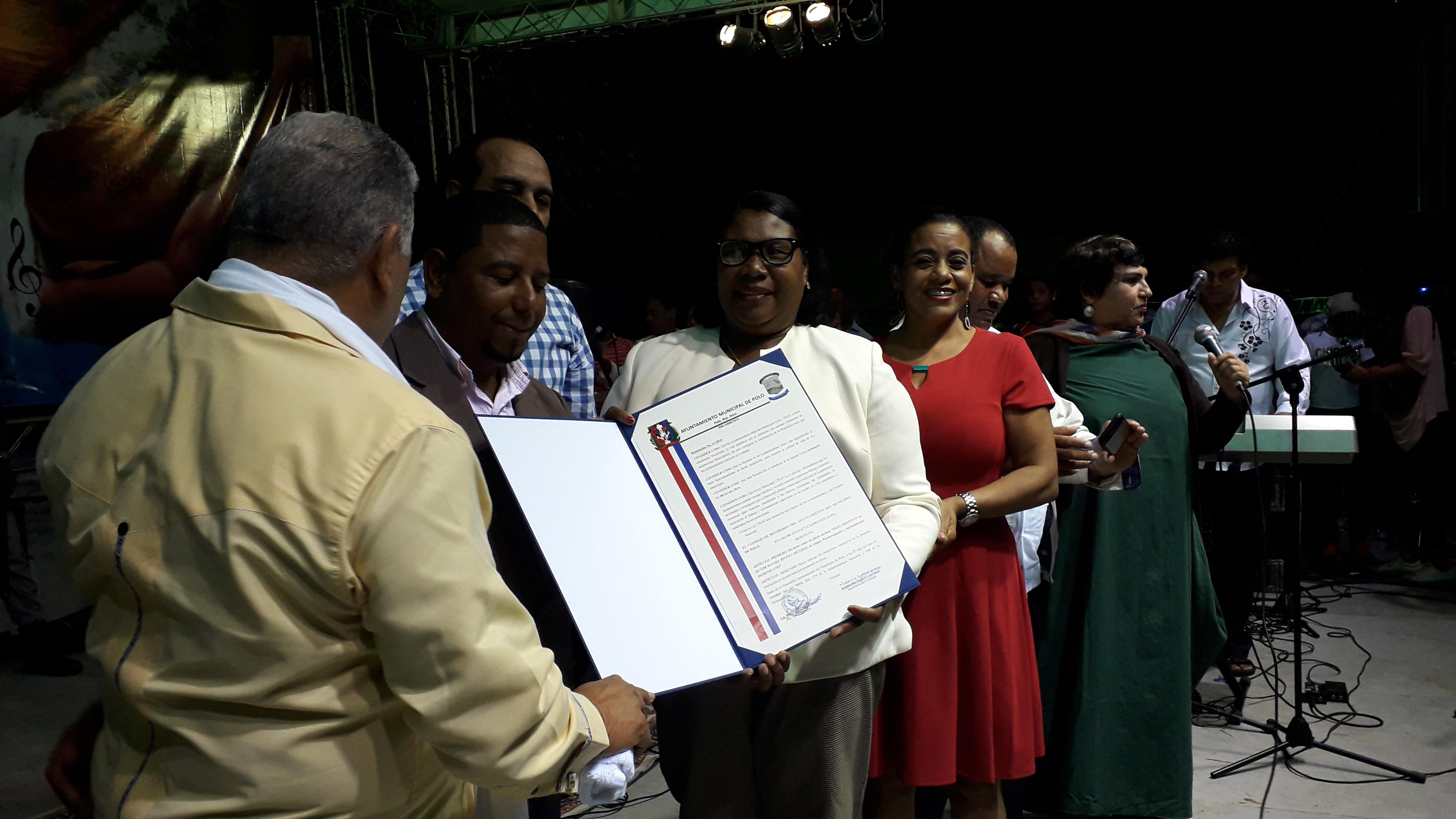 , Ayuntamiento de Polo Reconoce a Danny Rivera