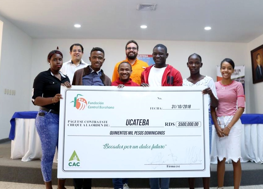 Fundación Central Barahona entrega becas universitarias