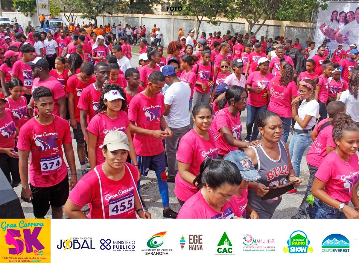 , Se realiza con éxito Gran Carrera 5K contra la violencia intrafamiliar en Barahona