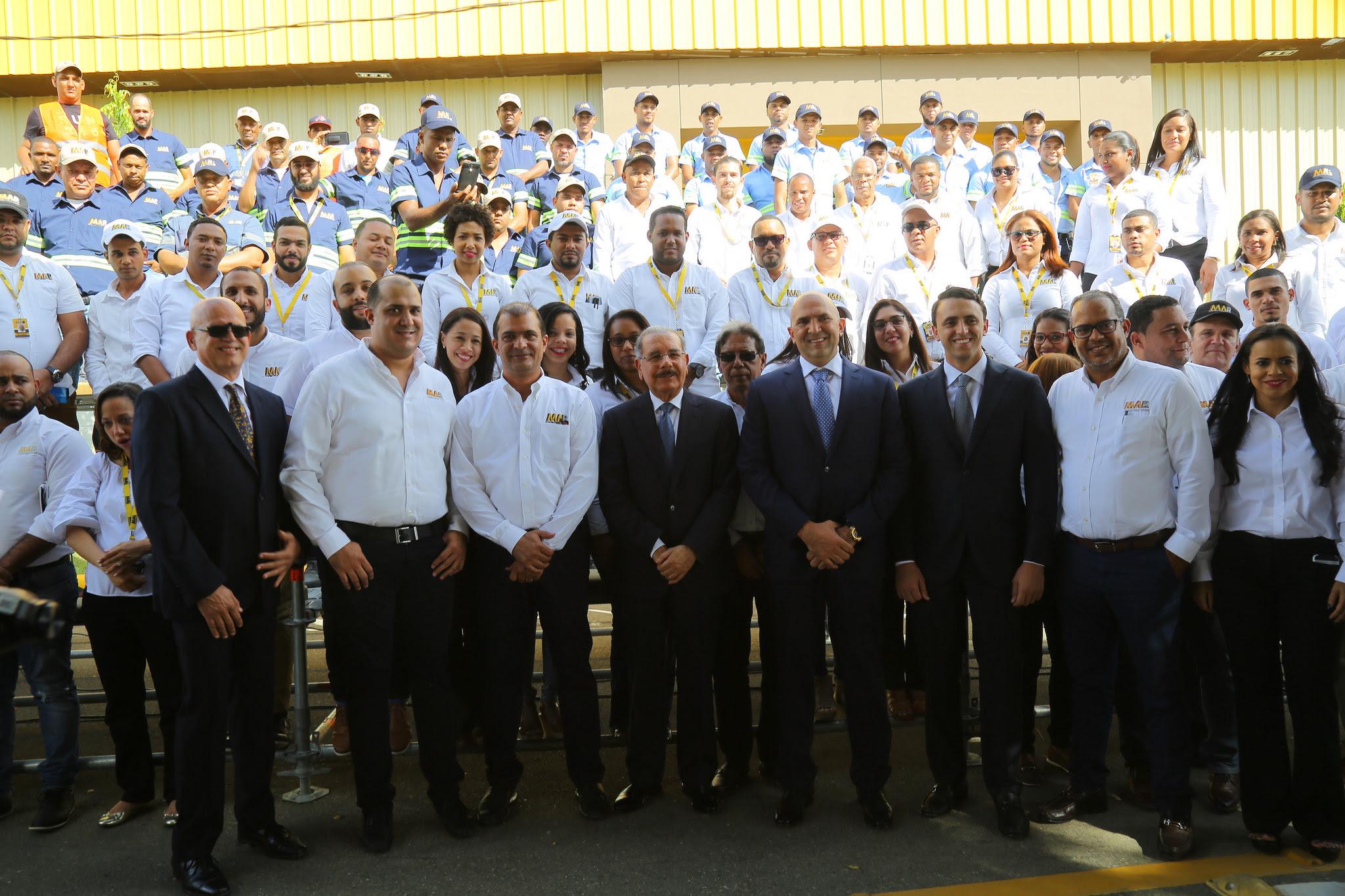 , Danilo Medina asiste a puesta en operación nuevas instalaciones división equipos pesados Constructora MAR