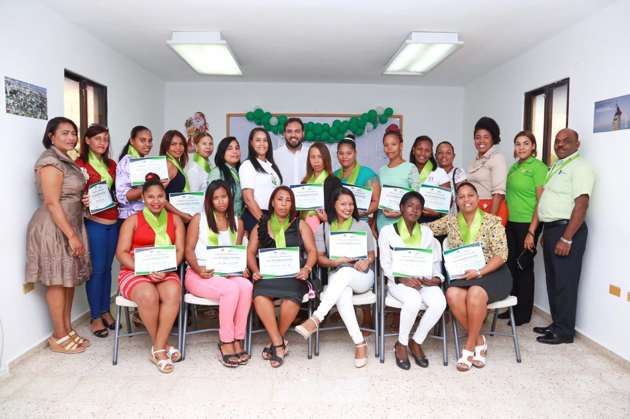 , Khoury Industrial Certifica Mujeres en Programa de Emprendimiento Pymes