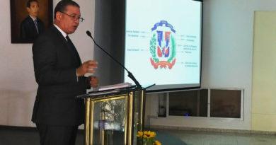"""Wilson Gómez presentó su libro """"Simbología Patriótica de la República Dominicana"""""""