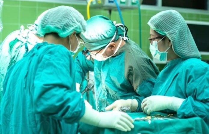 Fue al doctor con dolor en la espalda y le quitan un riñón sano, pensando que tenía un tumor
