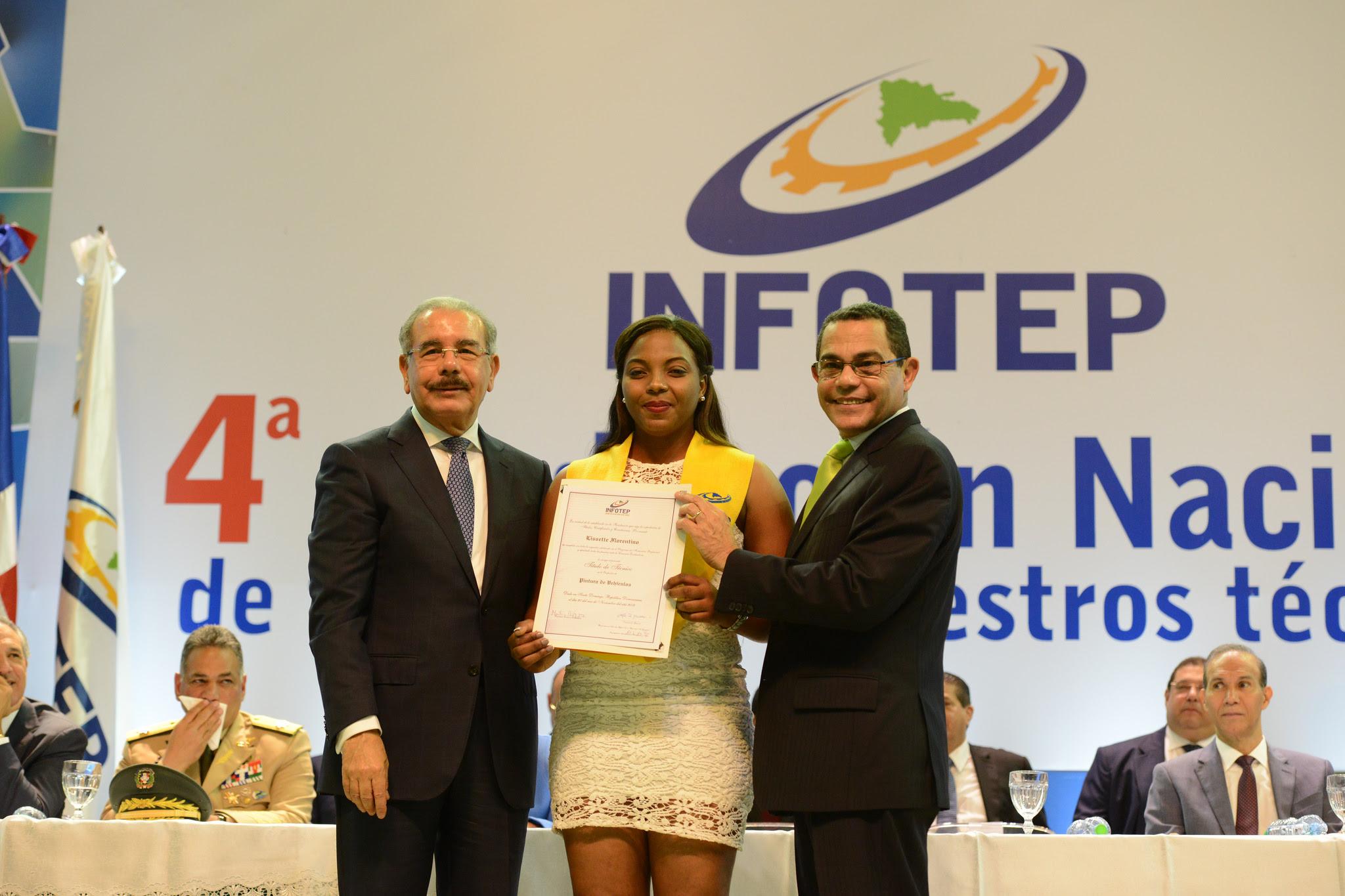 Presidente Danilo Medina encabeza Cuarta Graduación Nacional de Técnicos y Maestros Técnicos del INFOTEP