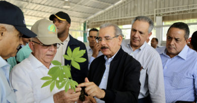 Danilo atiende necesidades cacaocultores