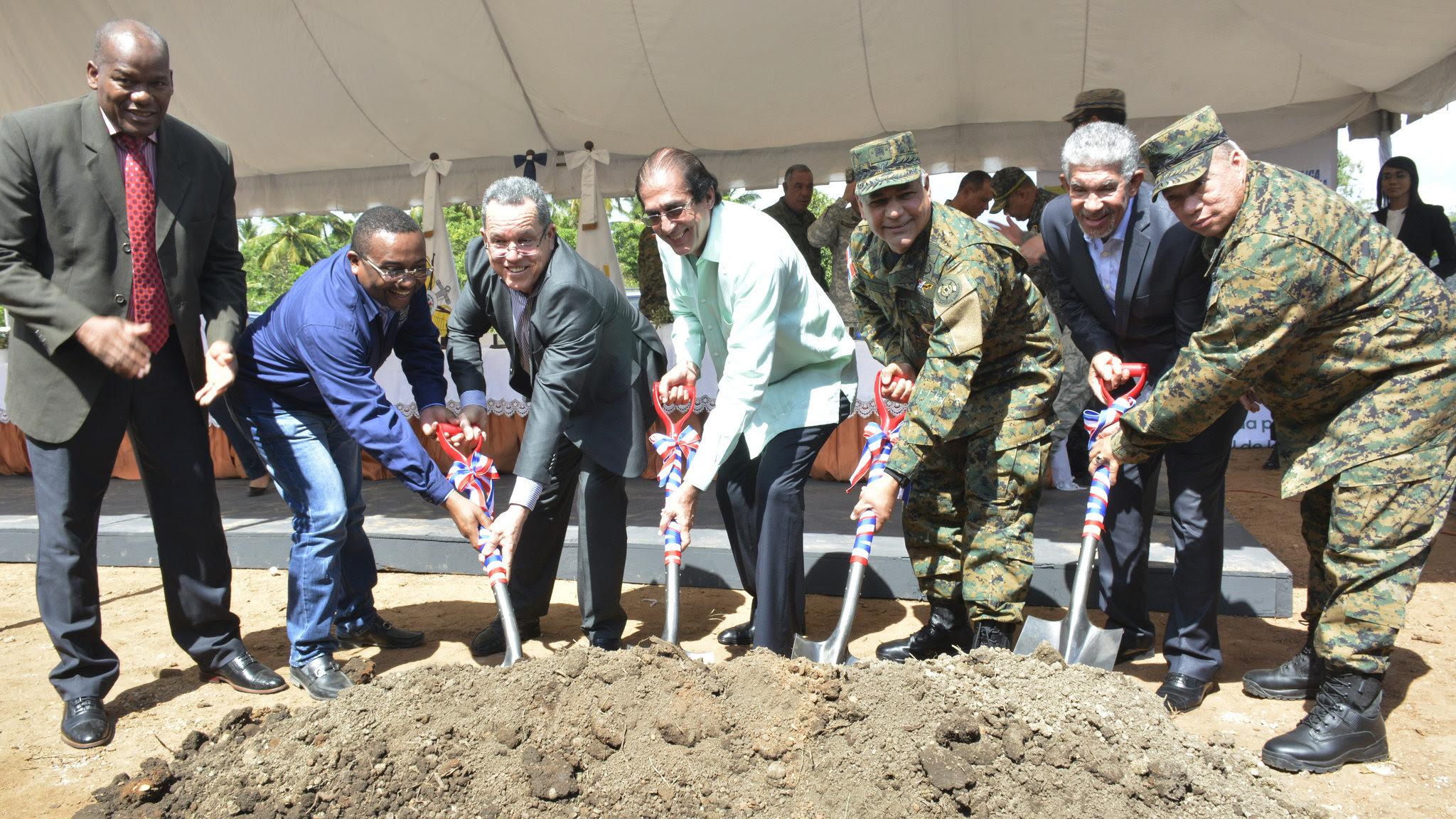 , Ministros de la Presidencia y de Defensa dejan iniciados trabajos construcción Escuela Vocacional
