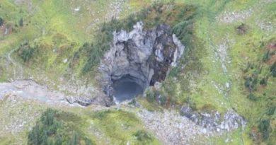 Hallan una gigantesca cueva en Canadá desconocida hasta ahora