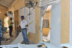 Andrés navarro dispone reparación inmediata de escuelas afectadas por explosión