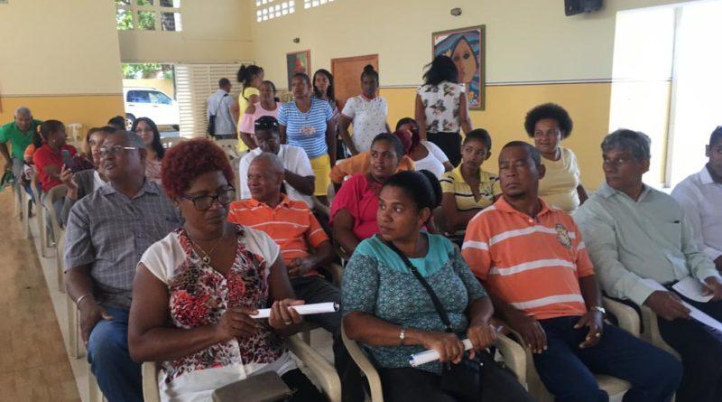 Padres están inconformes con la ADP por perdida de docencia en Barahona