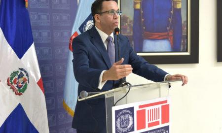 ministro de Educación, Andrés Navarro