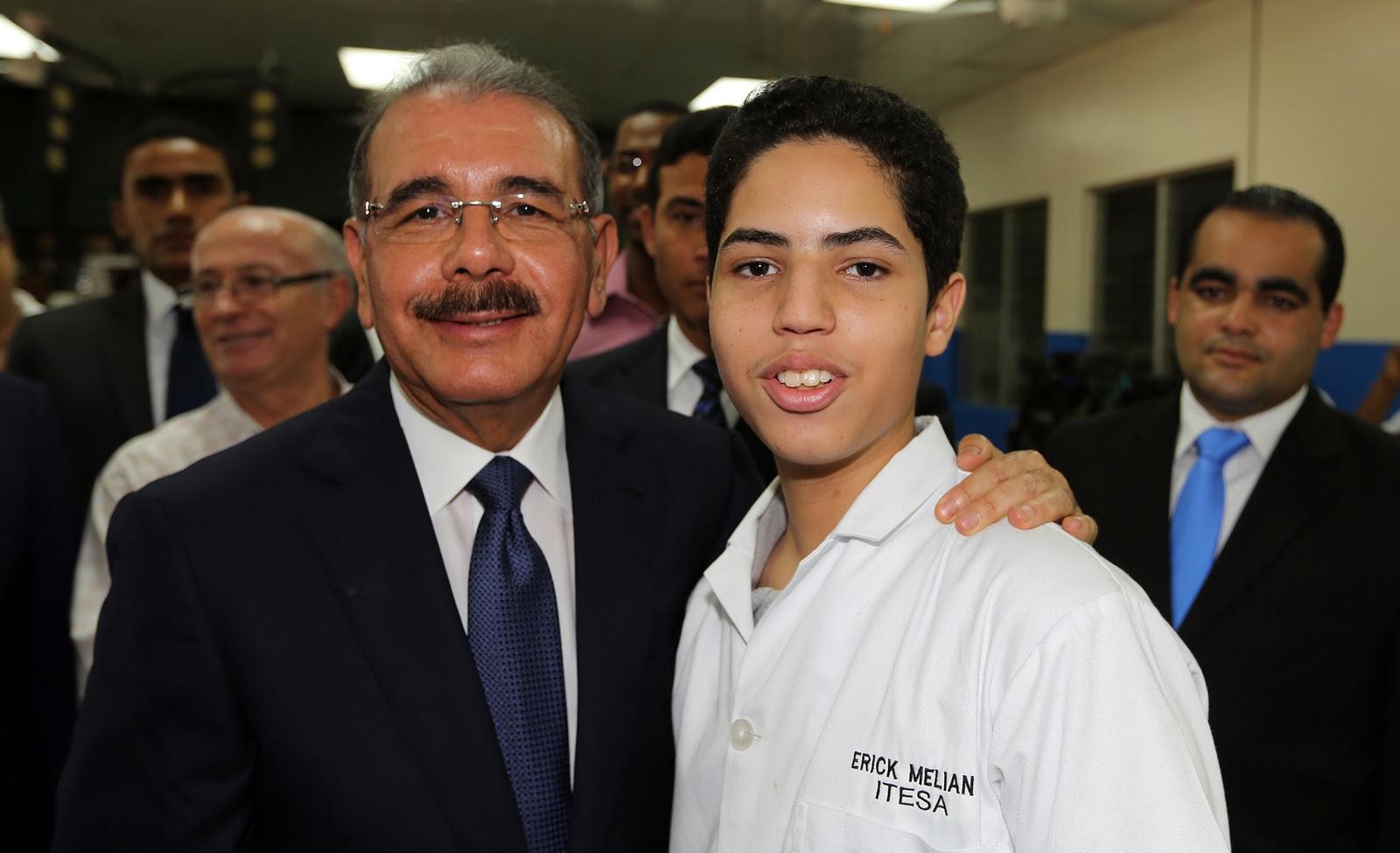 , Medina continuar trabajando por más oportunidades para jóvenes dominicanos.