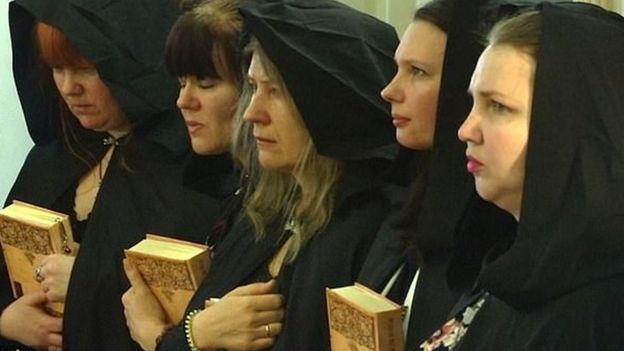 Las brujas que apoyan a Rusia y a Putin con hechizos y rituales ocultistas