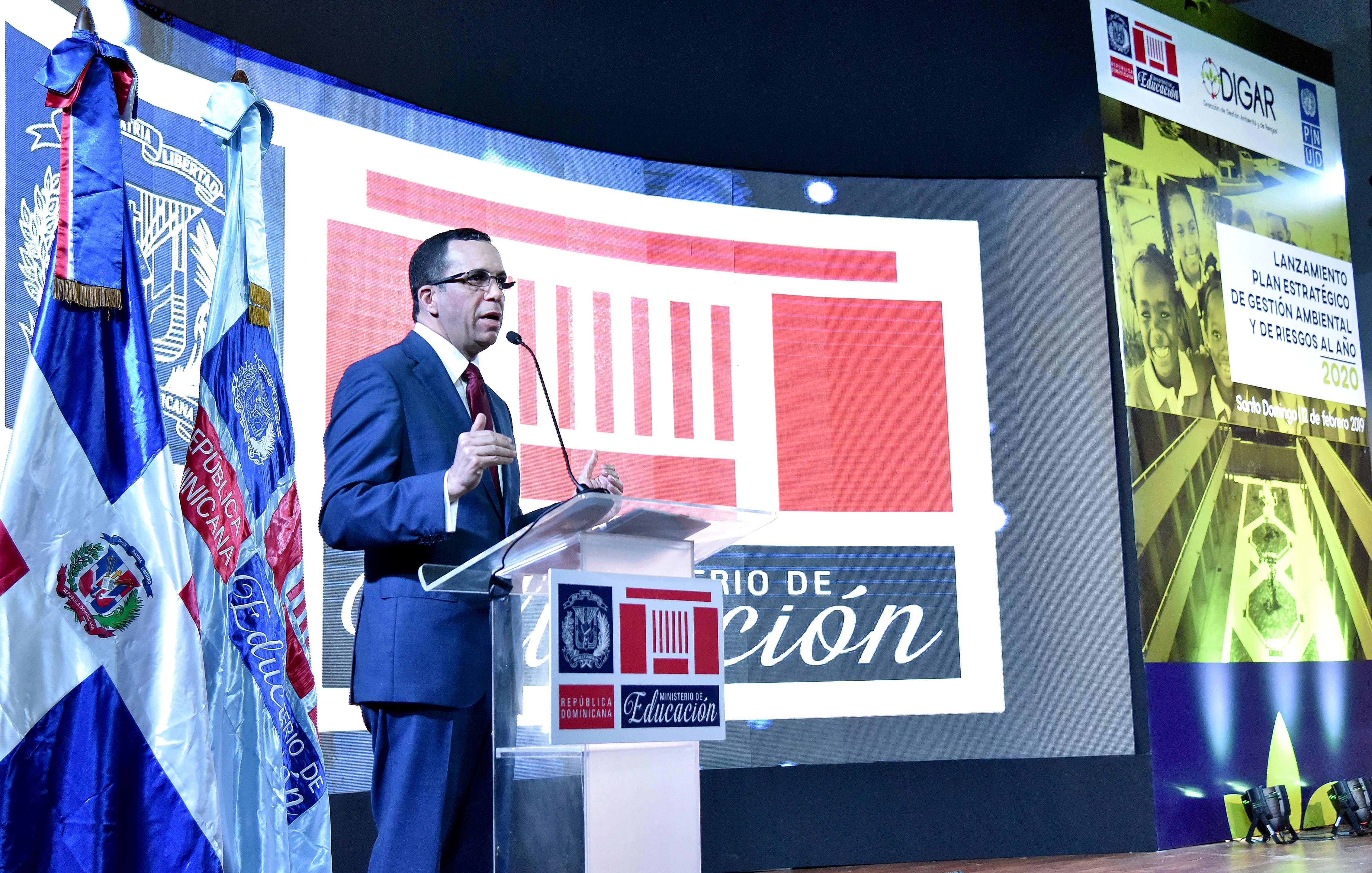 , Andrés navarro, pone en marcha plan de gestión ambiental y de riesgos en todas las escuelas del país