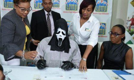 El ganador de mas de 150 mil millones ocultó su identidad para evitar la avaricia de su familia Avatar de Sheila Guzmán Por: Sheila Guzmán
