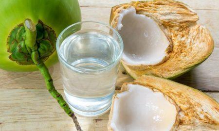 El agua de coco ayuda a la gastritis y a tener mejor digestión