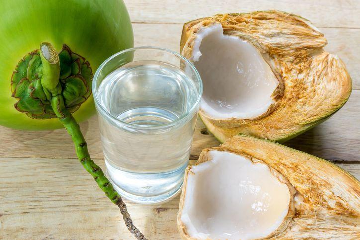 , El agua de coco ayuda a la gastritis y a tener mejor digestión