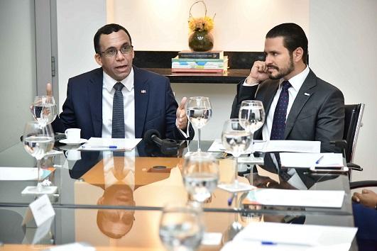 , Andrés Navarro propone debate electoral entre candidatos