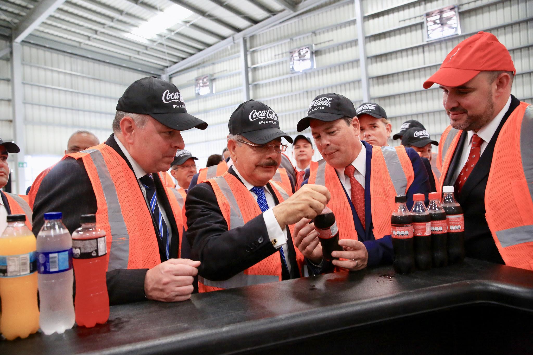, Medina asiste a puesta en marcha nueva línea de producción de bebidas de Bepensa Dominicana