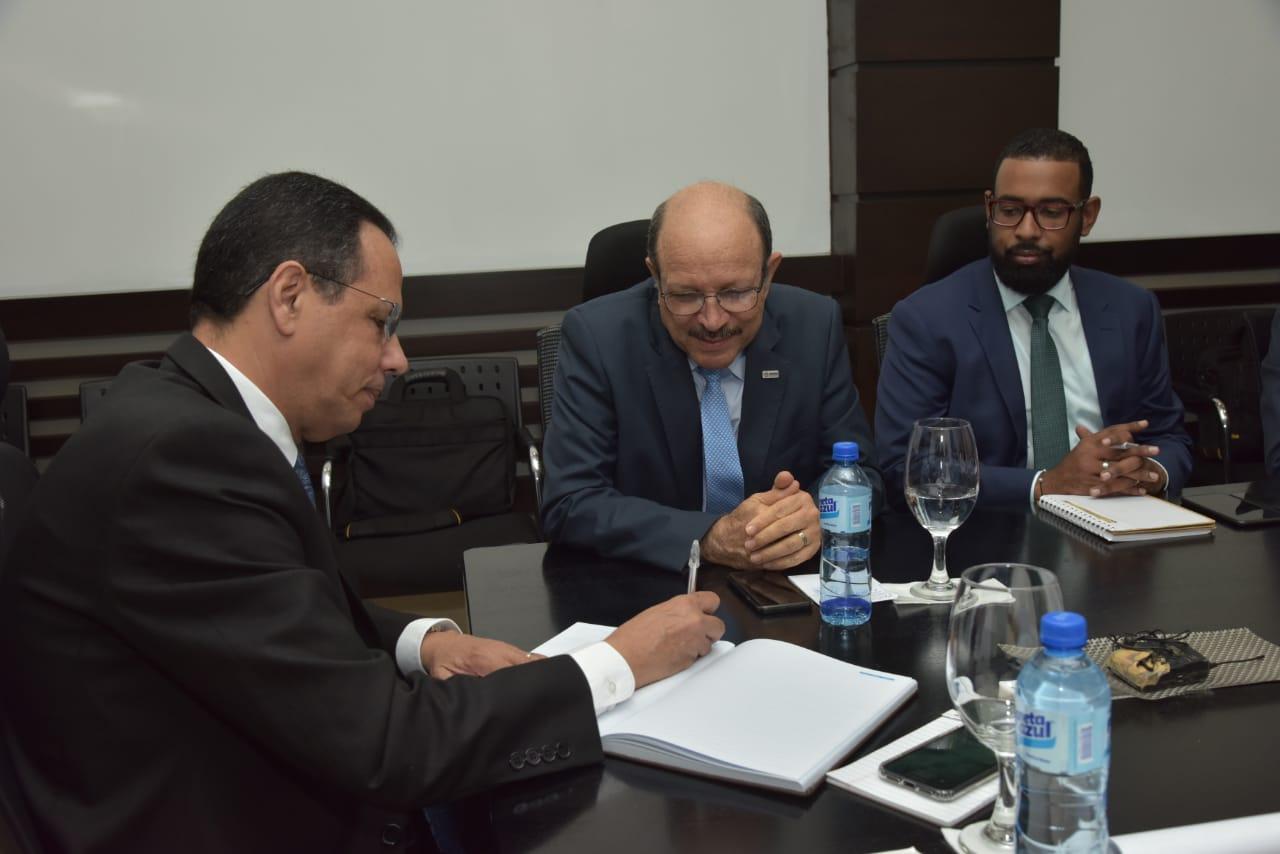 , Ministro de educación se reúne con bienestar estudiantil