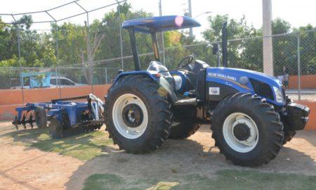 Productores de El Peñón reciben equipos e implementos agrícolas