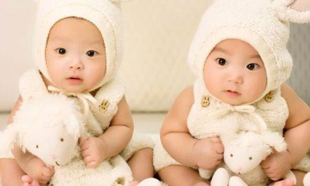 Una mujer tiene mellizos de dos padres distintos