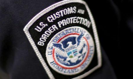 Agente de aduanas del aeropuerto JFK admite que robó miles de dólares a pasajeros
